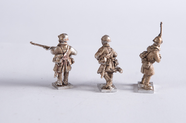 M40DU-INF-13 – Infantry great coat lewis team moving